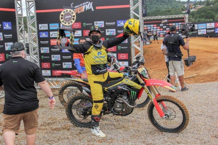 Fred Kyrillos é campeão do Duelo de Motos