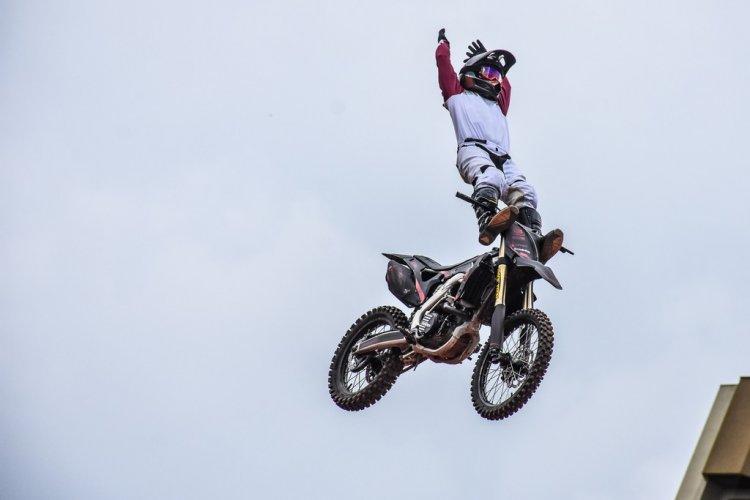 Marcelo Simões garante pódio no Duelo de Motos