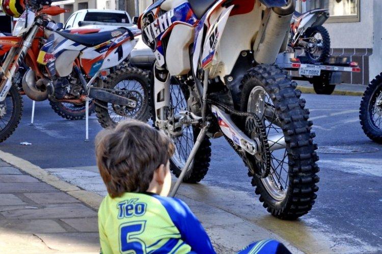 Crianças no esporte off-road