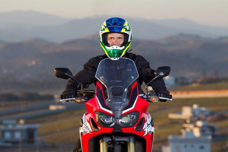 Pilotos contam como utilizam a moto fora das competições