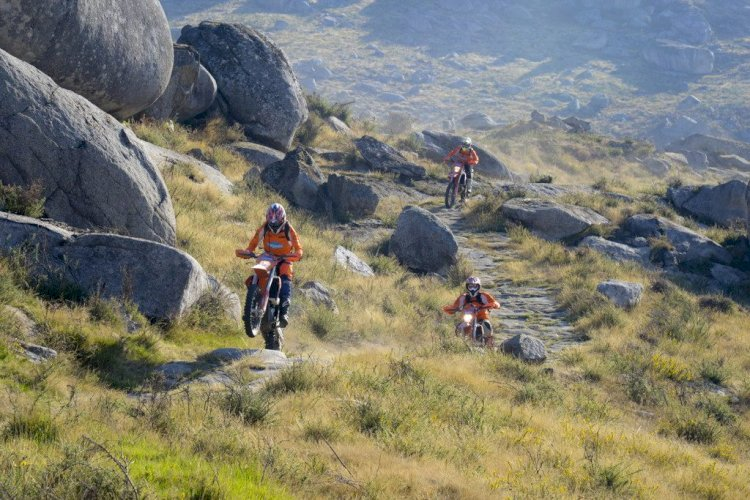 De moto na Europa, off-road ou Big Trail