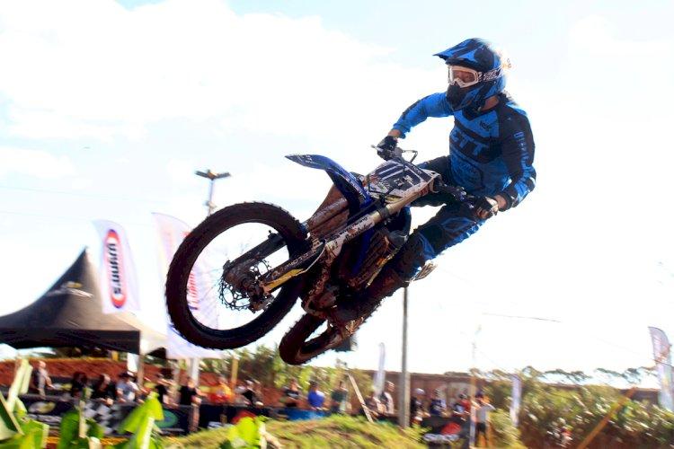 Público faz a festa com disputas no Paranaense de Motocross