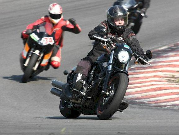 MotoSchool promove curso de pilotagem no ECPA