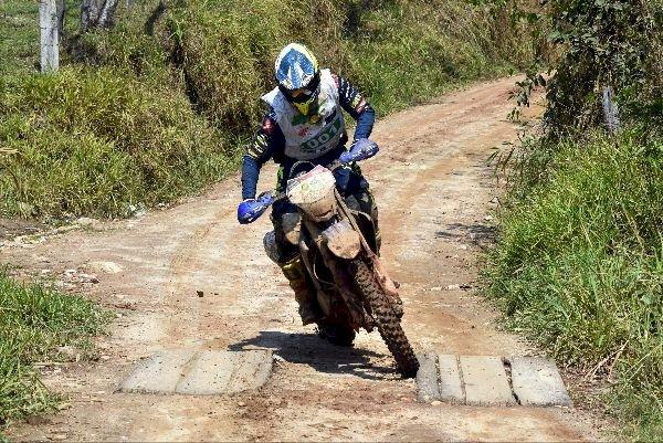 Muita neblina, lama e trilhas escorregadias no Enduro da Independência