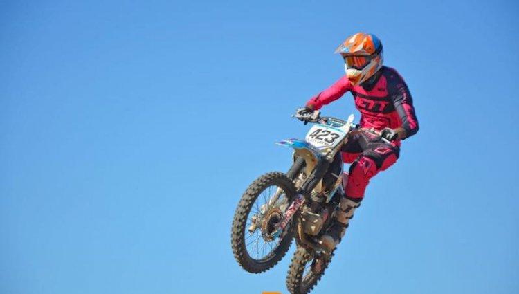 Alex Lucena conquista vitória no Paraibano de Motocross