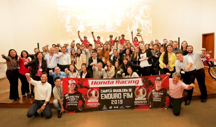 Equipe Honda Racing de Enduro FIM visita sede da Honda em SP